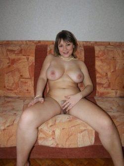 Познакомлюсь с парнем в е для секс встреч. Я стройная сексапильная с сочными формами девушка.